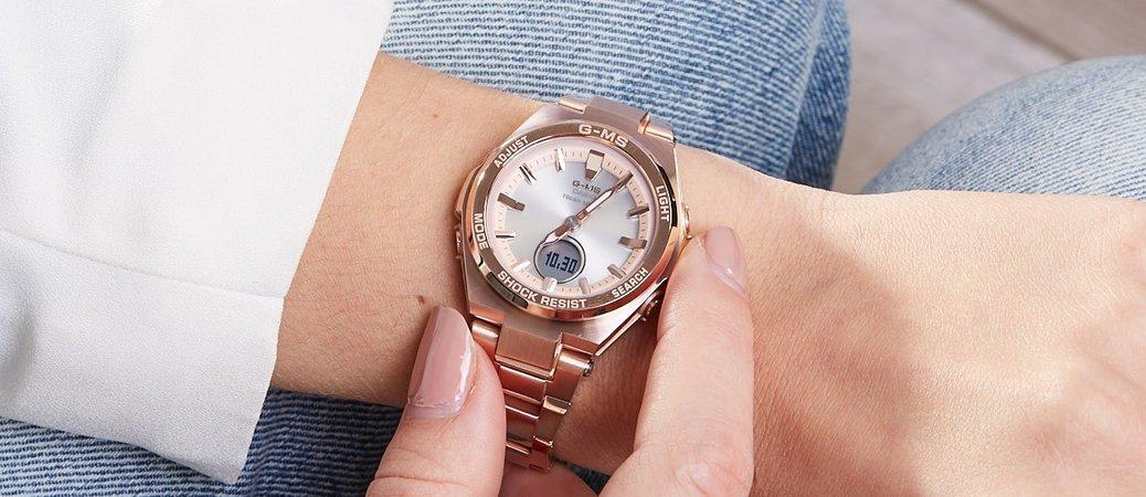 Wytrzymały damskie zegarek Casio G-MS Metal Bezel ze stalowa bransoletą i koperta w kolorze złotego różu.