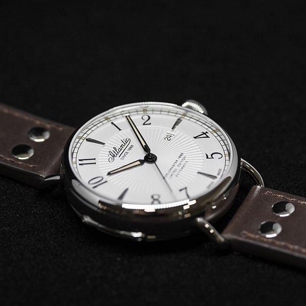 Elegancki zegarek Atlantic dla niego na brązowym pasku.