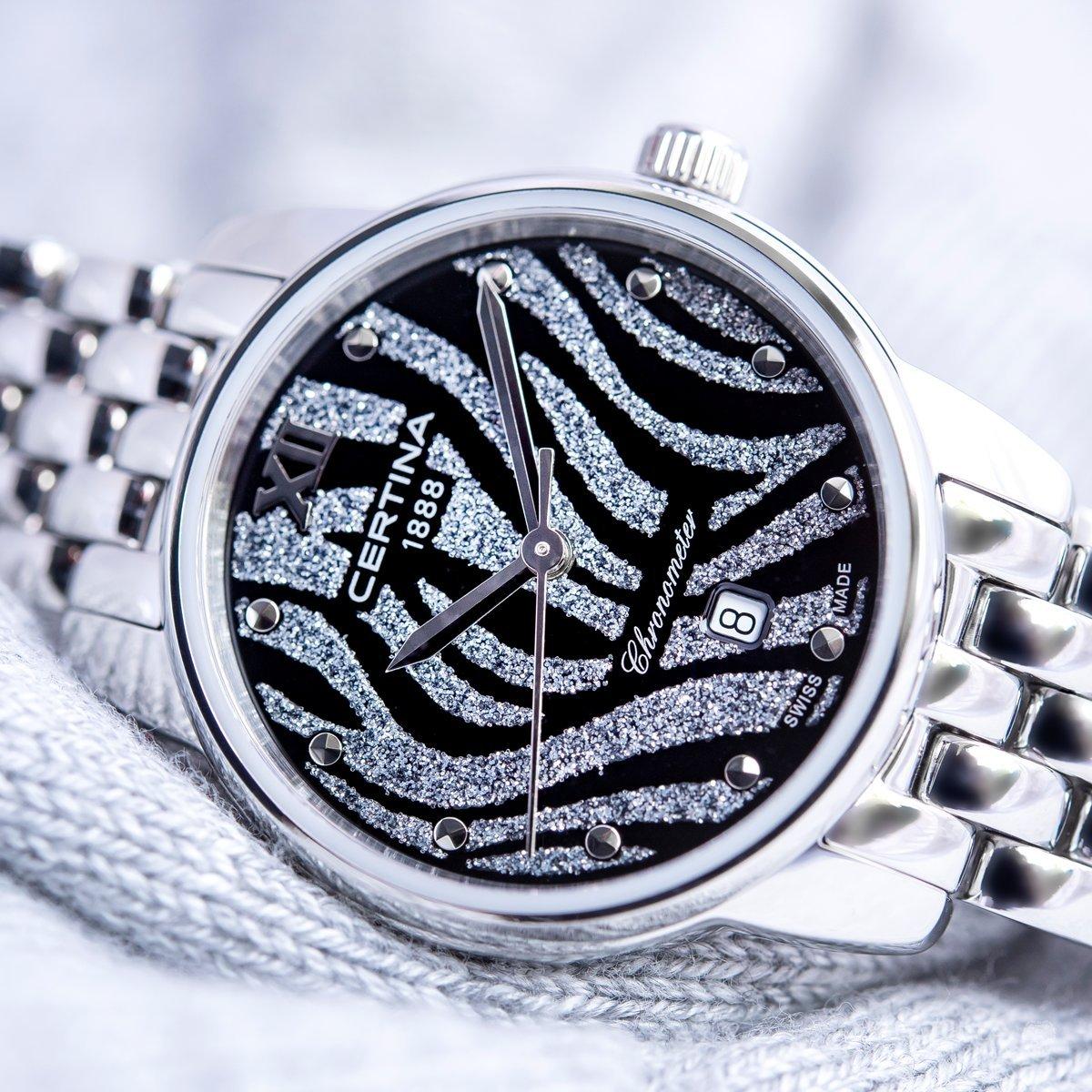 Elegancki zegarek Cetina C033.051.11.058.00 DS-8 z piękną tarczą w srebrne jak i czarne tygrysie prążki zrobione z masy perłowej oraz brokatu.
