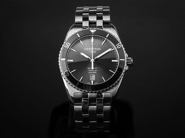 Producent pozostawił w zegarku możliwość korzystania z dwóch alarmów dziennych.
