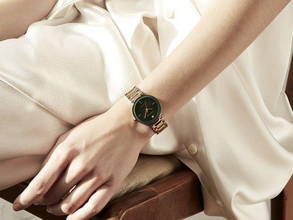 Eleganckie zegarki Anne Klein dla kobiet wykonane są z najwyższej jakości materiałów.