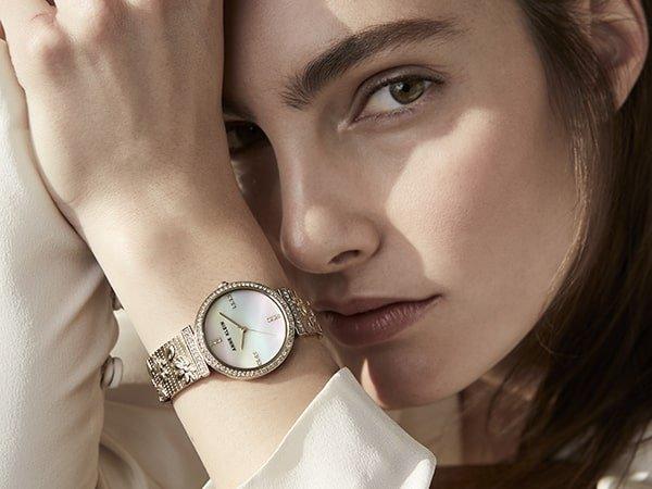 Zegarki Anne Klein w roli biżuterii