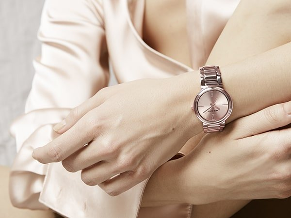 Zegarki biżuteryjne z wystawną bransoletą