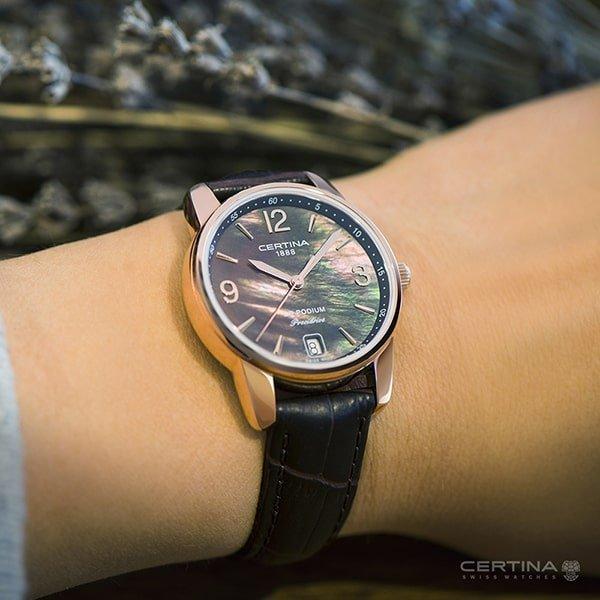 Elegancki zegarek Certina z ciekawą tarczą na czarnym pasku