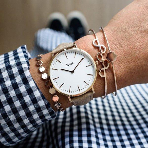 Elegancki zegarek Cluse na pasku.
