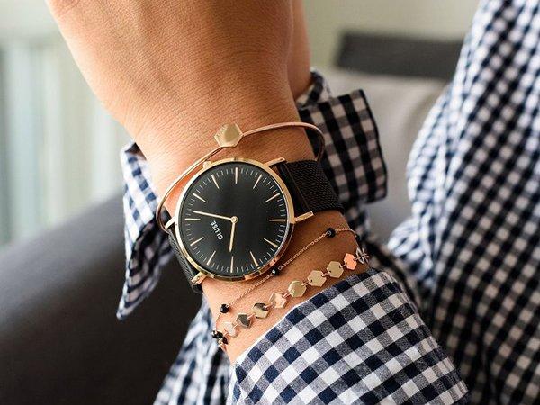 Klasyczny zegarek Cluse w czarnym kolorze ze złotą kopertą