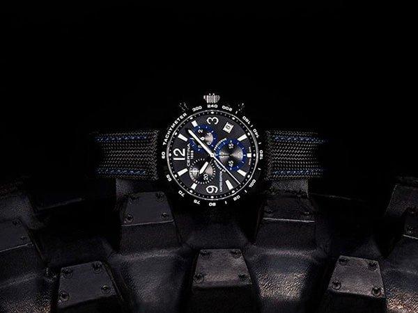Zegarek Certina z tekstylnym paskiem NATO oraz subtarczami na tarczy.