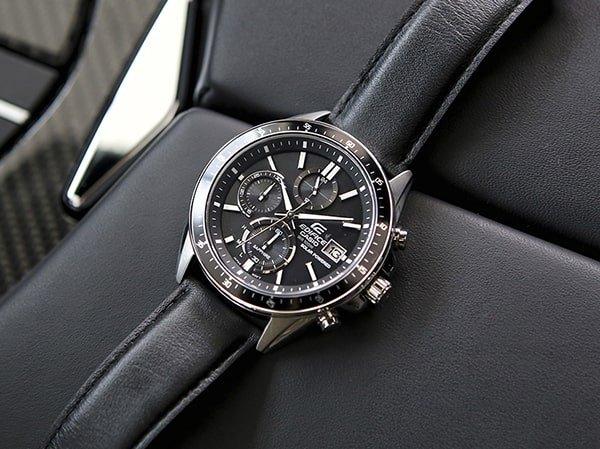 Męski zegarek Edifice na czarnym pasku z mechanizmem solarnym.