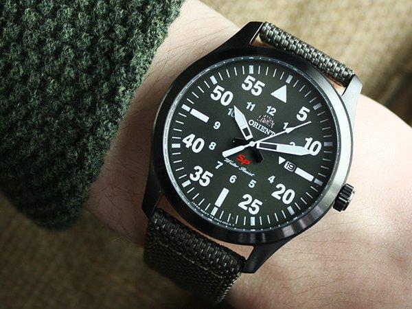 Zegarek Orient w wojskowych barwach