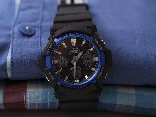 Meski zegarek G-Shock w czarnym kolorze z niebieskimi akcentami