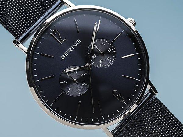 Zegarek Bering w ciemnogranatowym kolorze na bransolecie mesh.