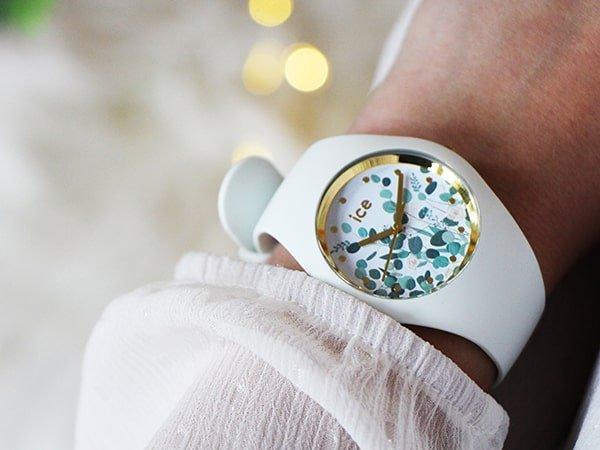 Zegarek Ice Flower na białym pasku z kwiecista tarcza w niebieskim kolorze
