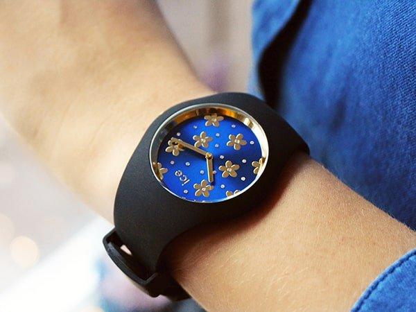 Pasujący do wszystkiego zegarek Ice Watch - Ice Flower