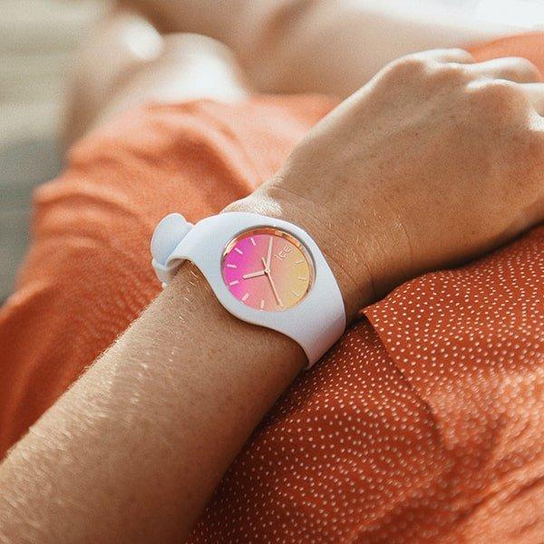 Stylowy zegarek Ice Watch na pasku z tworzywa sztucznego.