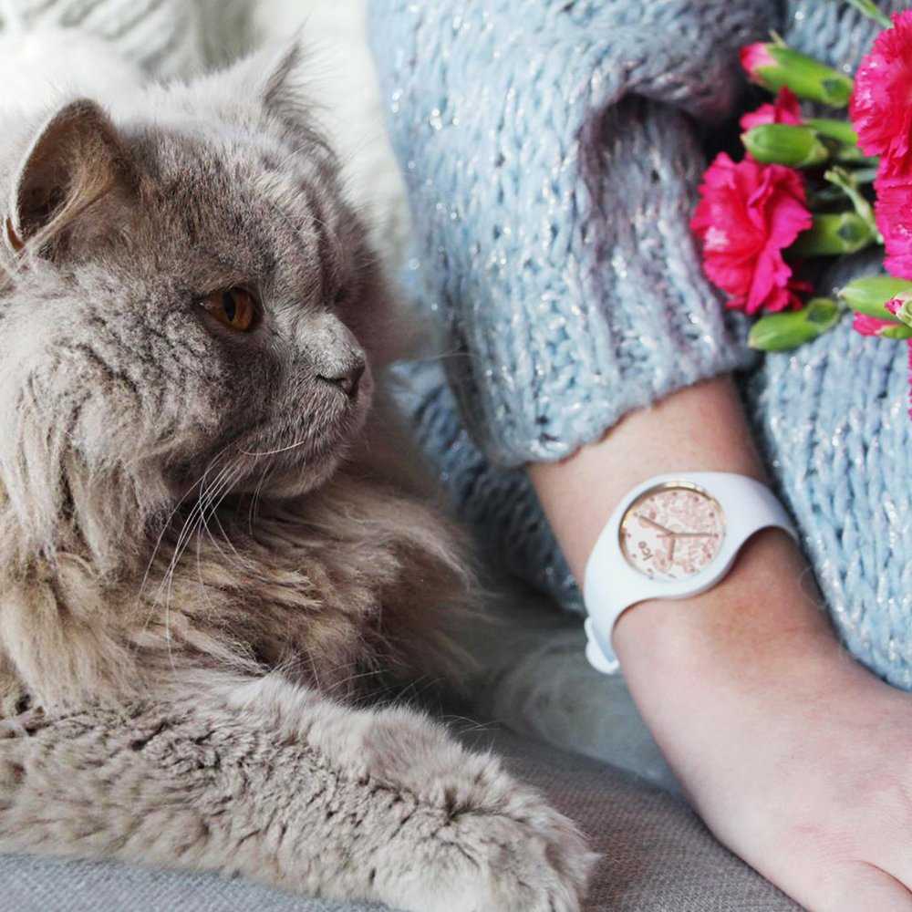 Niesamowicie atrakcyjny zegarek ICE Watch ICE.016669 ICE Flower Spring White posiada mechanizm kwarcowy oraz szkiełko mineralne.