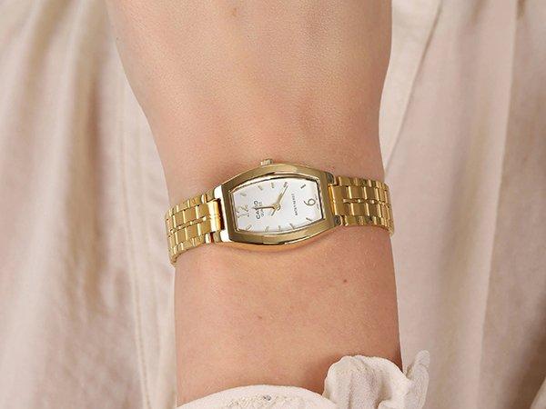 Eleganckie zegarki damskie Casio na bransolecie i pasku