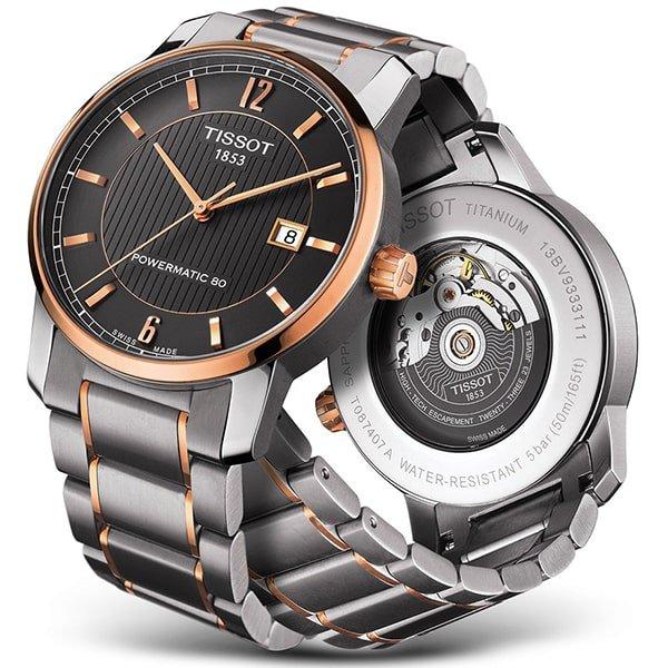 eleganski zegarek Tissot na srebrnej bransolecie z akcentami w kolorze różowego złota.