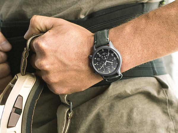 Stylowy zegarek Timex w stylu wojskowym