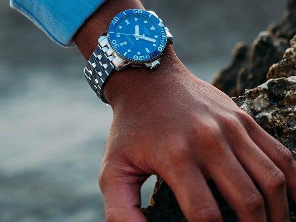 Klasyczny zegarek Tissot na srebrnej bransolecie