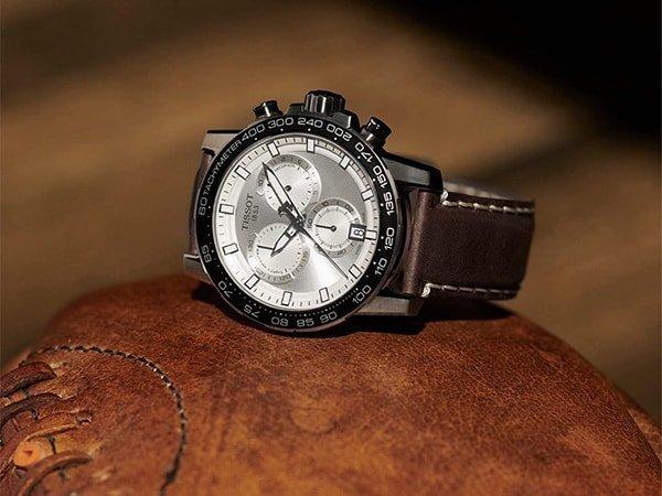 Elegancki zegarek Tissot z srebrna tarcza