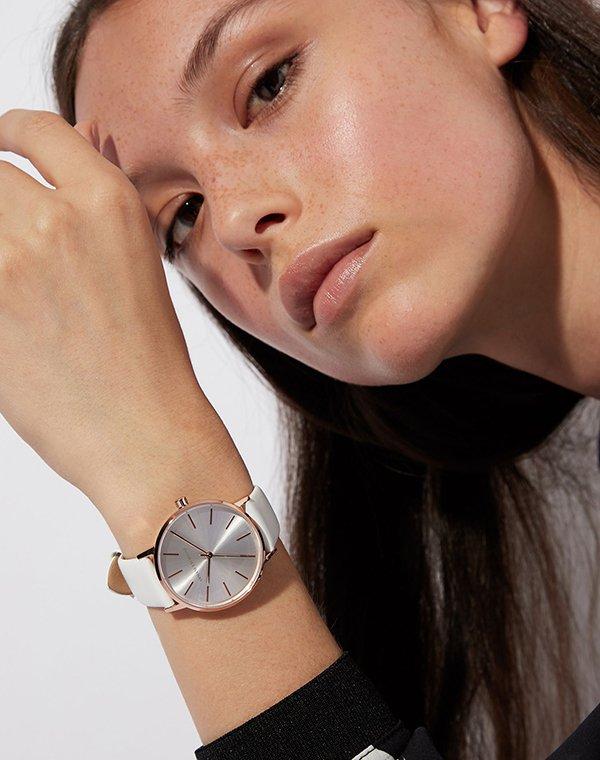 Uniwersalne jak i modne zegarki armani exchange