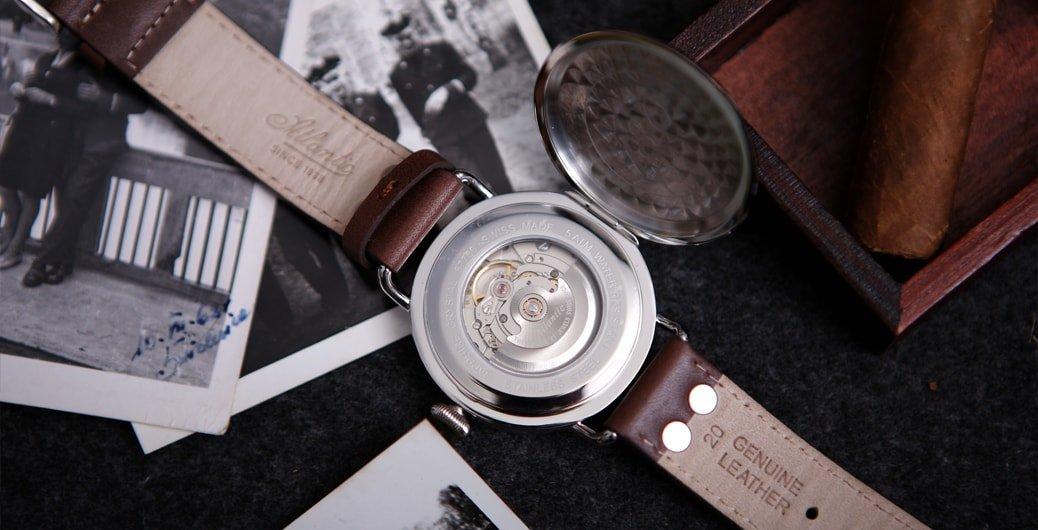 Elegancki, męski zegarek Atlantic 57750.41.25B WORLDMASTER 130TH ANNIVERSARY na brązowym skórzanym pasku ze stalową kopertą oraz mechanizmem automatycznym.