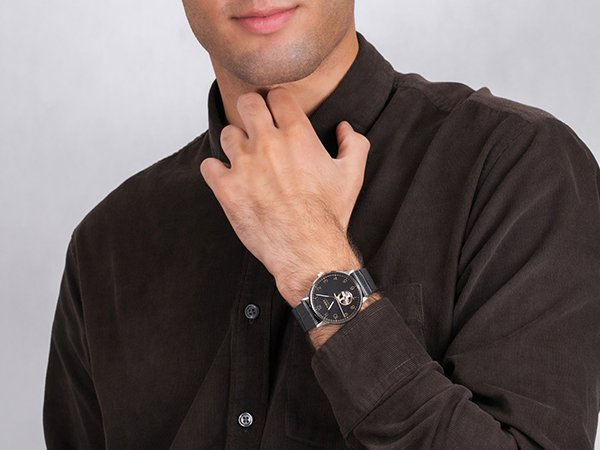 Elegancki zegarek Timex Waterbury z tarczą typu open heart