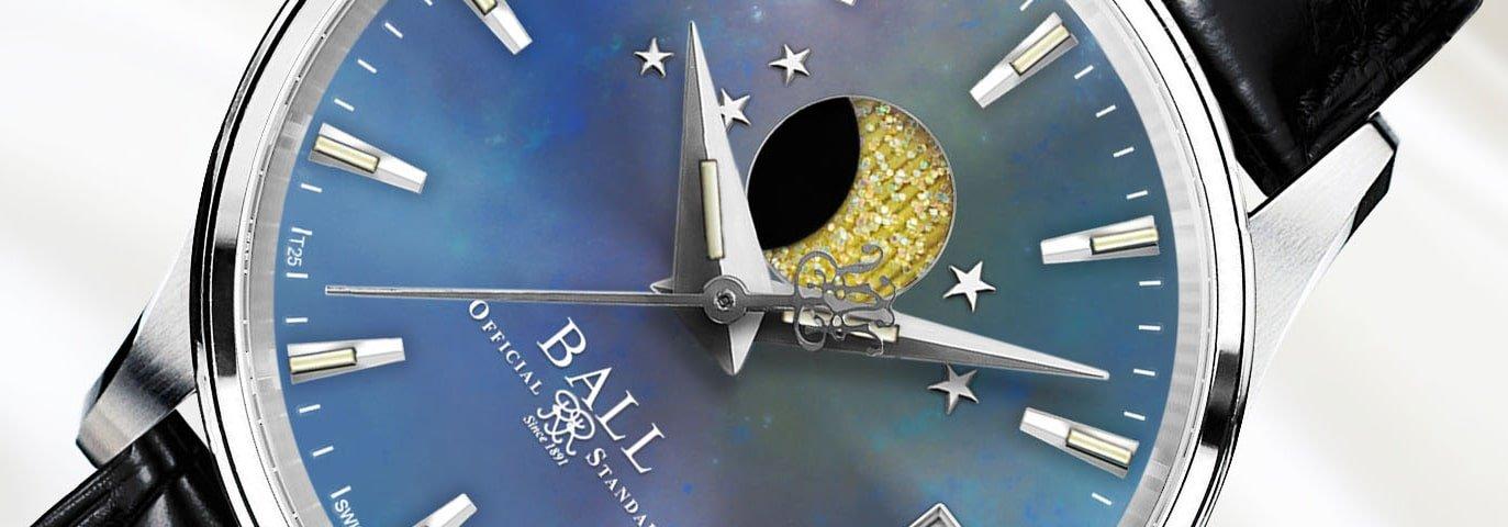 Zegarek Ball na czarnym pasku z srebrną kopertą oraz tarczą wykonaną z masy perłowej.