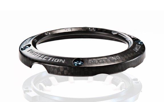Bezel zegarka G-Shock GWR-B1000 Gravitymaster wykonanego z włókna węglowego.
