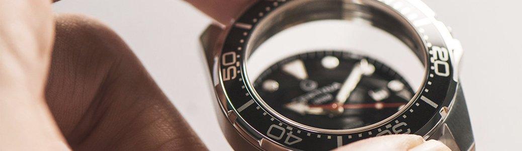 Czarny pierścień okalający tarczę - bezel zegarka Certina C032.410.11.051.00.
