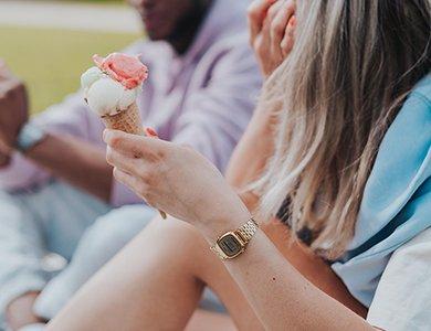 Zegarek damski – jaki wybrać? 10 modnych propozycji zegarków damskich
