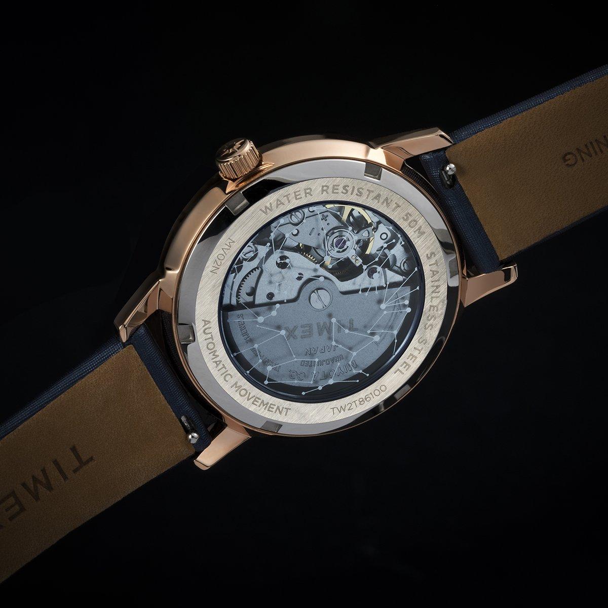 Szkalny dekielek zegarka Timex Crystal Opulence TW2T86100 pokazujący mechanizm.