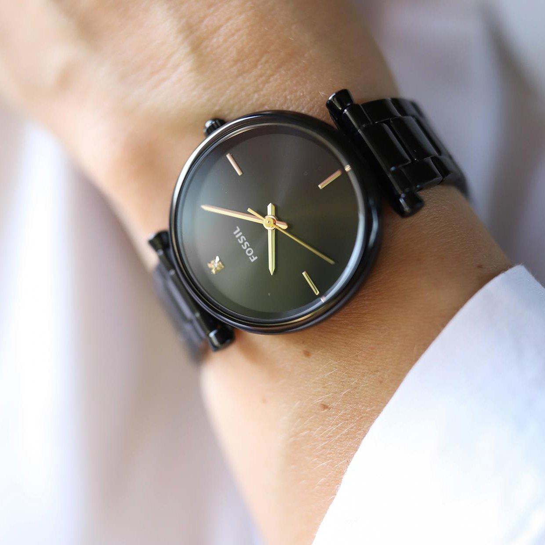 Elegancki, czarny zegarek Fossil ze złotymi akcentami.