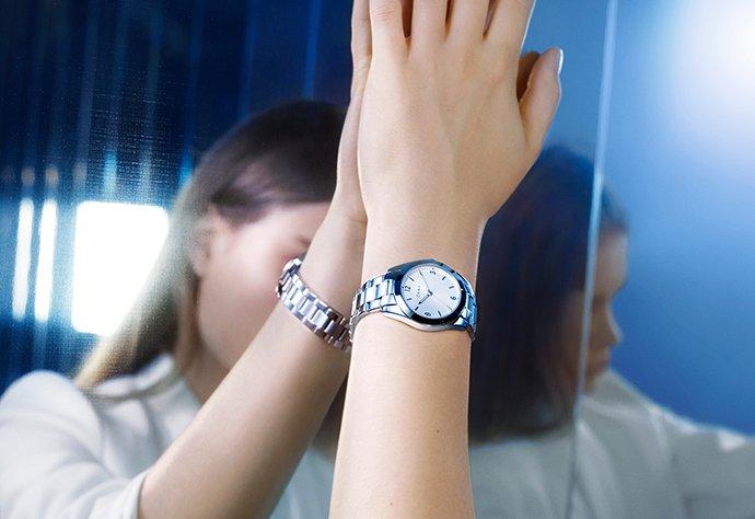 Zegarek DKNY na bransolecie