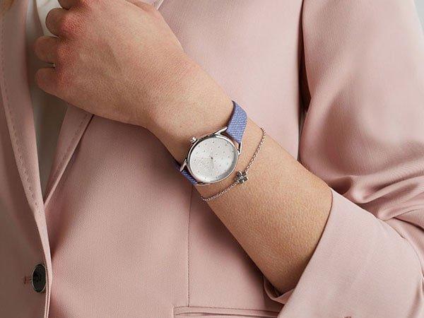 Zegarek Esprit na pasku z materiału.