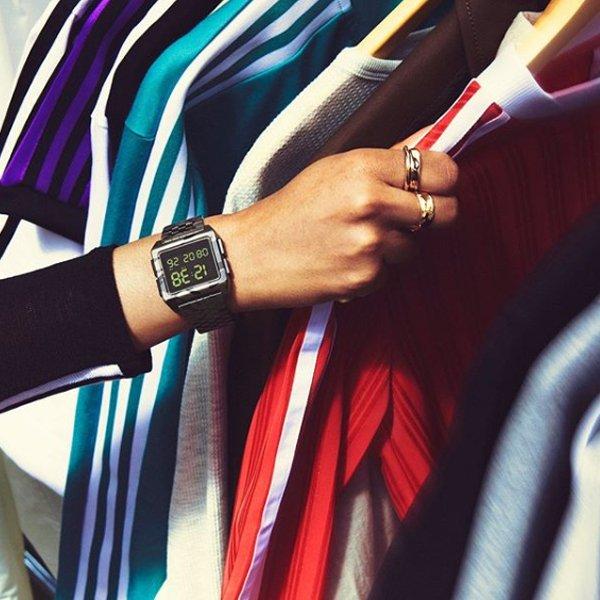 Modny zegarek Adidas na czarnej bransolecie