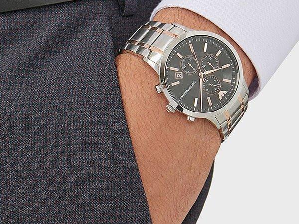 Elegancki zegarek Emporio Armani na srebrnej bransolecie z akcentami rozowego zlota