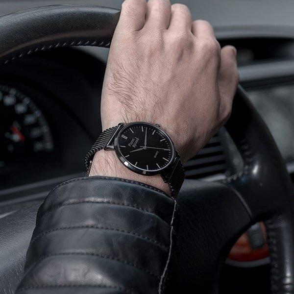 Zegarek Pierre Ricaud w czarnym kolorze na bransolecie typu mesh