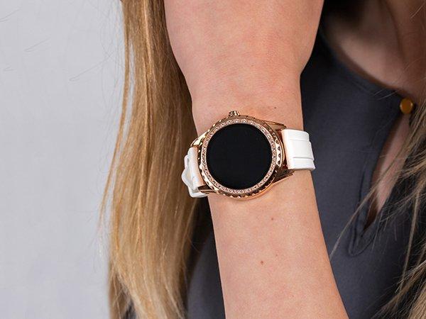 Nowoczesny smartwatch Guess