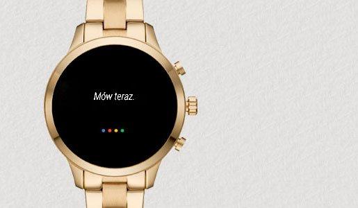Smartwatch na klasycznej, złotej bransolecie z Google asystent ułatwiające szybkie życie.