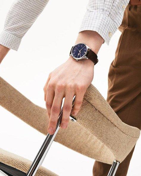 Zegarek Lacoste na skórzanym pasku.