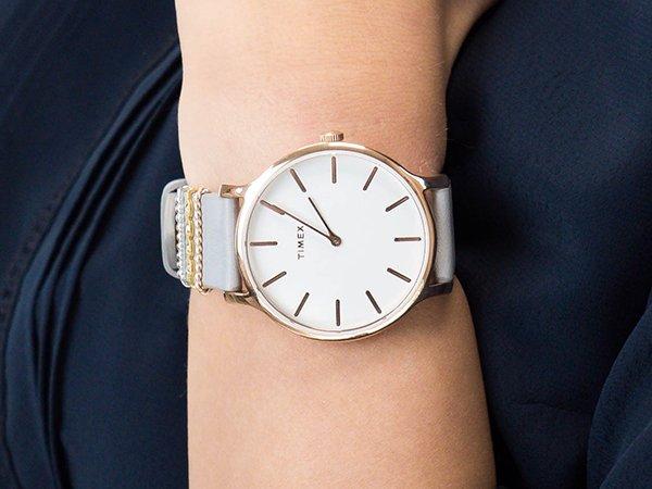 eleganckie jak i gładkie tarcze w zegarkach Timex Transcend