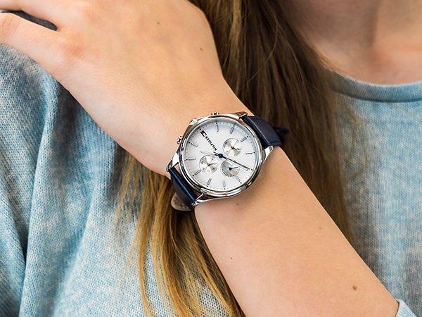 Modny zegarek Tommy Hilfiger jako prezent dla żony na Dzień Kobiet