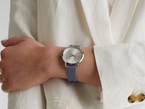 Zegarek Esprit z materiałowego paska.