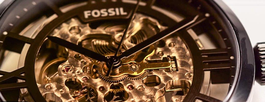 Zegarek Fossil z odkrytym mechanizmem. Zegarek ten posiada mechanizm automatyczny.