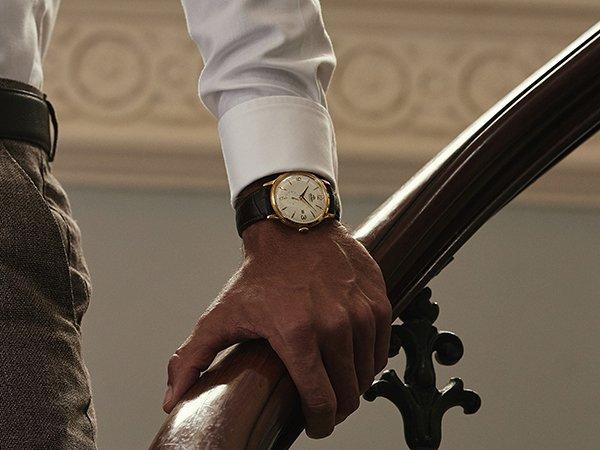 Elegancki zegarek marki Orient w klasycznym stylu.