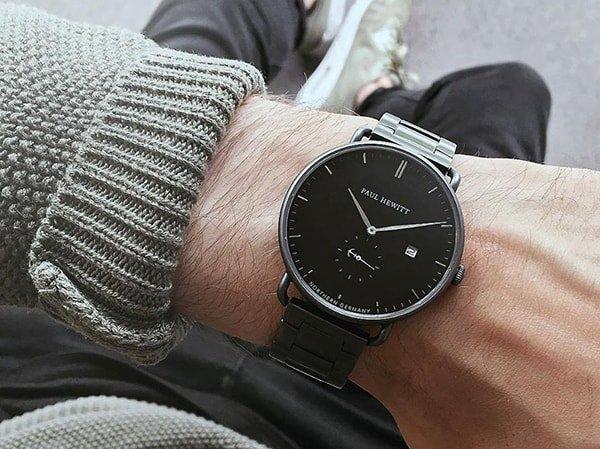 Męski zegarek Paul Hewitt w czarnym kolorze na klasycznej bransolecie