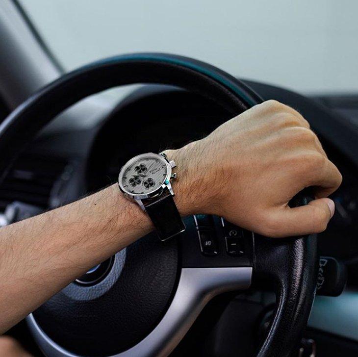 Męski zegarek Pierre Ricaud na czarnym pasku.