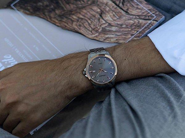 Zegarki Adriatica męskie na bransolecie, czyli codzienna biżuteria dla Panów