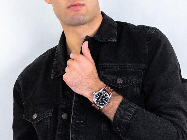 Vintage-owa stylistyka zegarków Aviator Bristol dostosowana do współczesnych wymagań